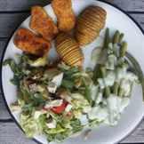 Салат с котлетами на пару