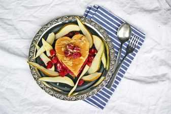 нарезанные фрукты на тарелке