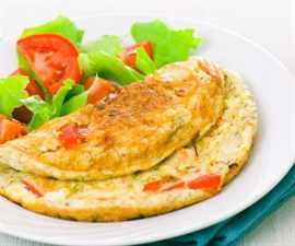 kak-prigotovit-omlet-na-skovorode-s-molokom_-4-600x600