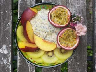 Легкий салат с яблуками