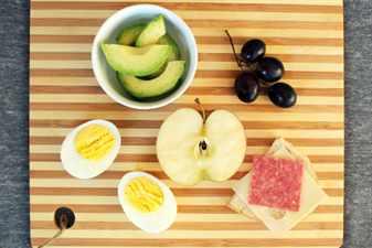 завтрак из яйца и яблока