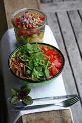 свежие нарезанные овощи