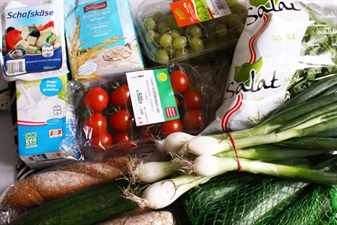 овощи на столе лук помидор огурец
