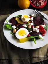 завтрак с яйцом и овощами