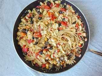 Сковорода с макаронами и овощами
