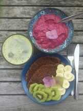 Три тарелки с разными блюдами