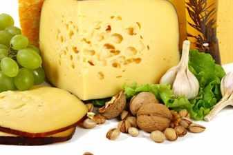 Сыр, орехи и чеснок